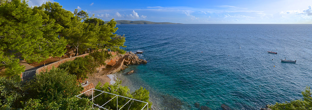 Apartments Hvar, directly by the sea on